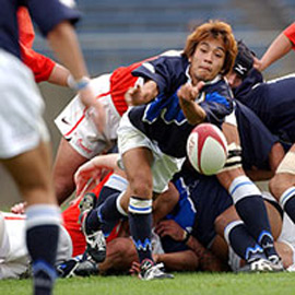 Coming out of a scrum, a player throws the ball to a teammate